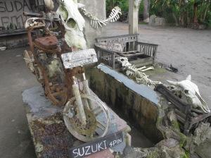 kerangka sepeda motor bekas terjangan awan panas