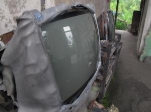 Koleksi di museum sederhana Sriyanto berupa pesawat televisi yang meleleh