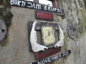 Peninggalan berharga di museum sederhana milik Sriyanto berupa jam dinding yang menunjukan waktu terjadinya terjangan awan panas merapi