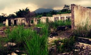 Kondisi rumah yang porak poranda akibat terjangan awan panas di Dusun Kopeng, Umbulharjo, Cangkringan