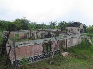 Sisa rumah warga di Dusun Kopeng yang hancur akibat erupsi merapi 2010 silam, kini kondisinya layaknya kampung mati yang ditinggalkan penghuninya